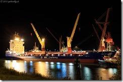 Nachtbild Schiff in Cuxhaven